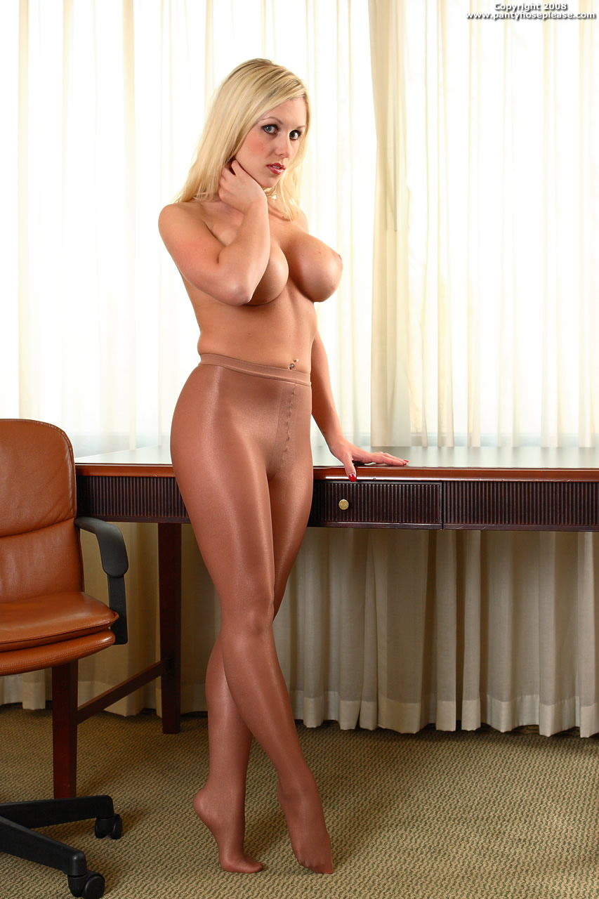 Glamour At Pantyhose Please 23